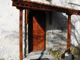 Порта с носещи подпори, дърворезба - с. Поповяне