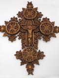 Кръст с дърворезба