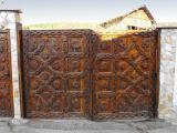 Порта с дърворезба - частен имот