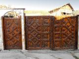 Входна порта с дърворезба - частен имот, Поповяне