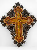Рисуван кръст с дърворезба